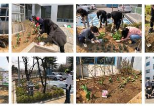 [2020.04.01] 코로나-19 극복 및 식목일 맞이 복지관 화단에 나무와 꽃 심기 진행
